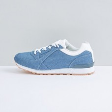 Sport shoes from max